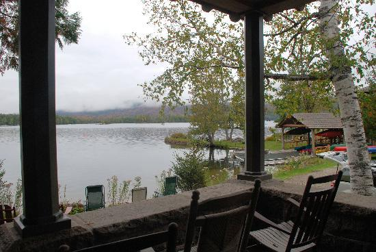 Blue Mountain Lake, État de New York : Blue moutain lake viewed from lodge