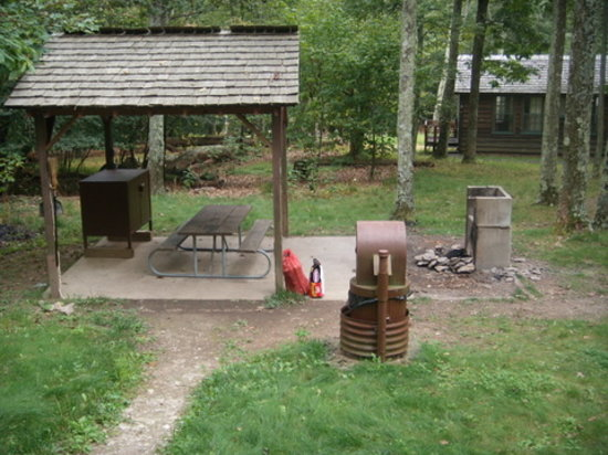 Lewis Mountain Cabins : Private Covered Patio and Fire Pit
