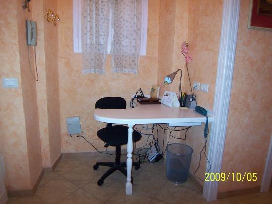 Affittacamere Glatimia: small office