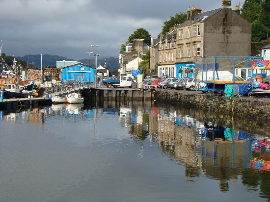 The Tarbert Hotel: Tarbert, just down from the Hotel