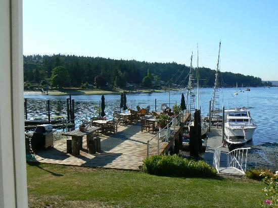 Waterfront Inn: The peaceful deck