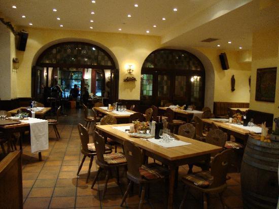 Breuer's Ruedesheimer Schloss: Inside restaurant