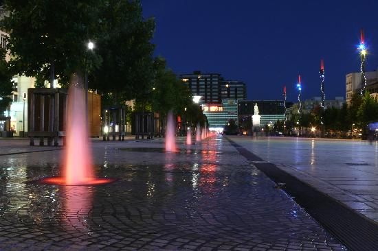 Ibis Styles Clermont Republique : Main town square at night