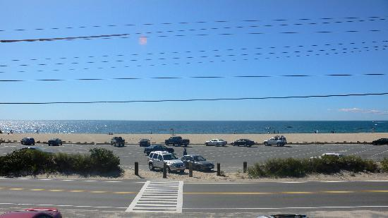 Ocean View Motel: looking out to the beach!