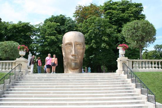 The big head was my favorite statue picture of luxembourg gardens paris tripadvisor - Jardin de luxembourg hours ...