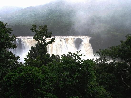 Hotel Abad Chullickal : athirapally falls