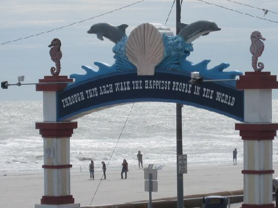 Matador Oceanfront Resort: Wildwoods Famous Archway to boardwalk