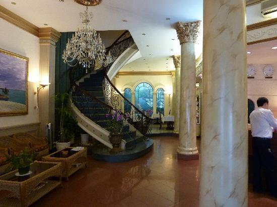 Spring Hotel: Hotel Lobby
