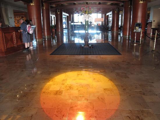 Sheraton San Diego Hotel & Marina: when you first walk in