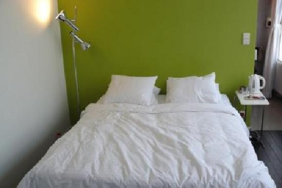 Alphabed: double bed