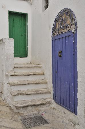 Bríndisi, Italia: Ostuni doorways