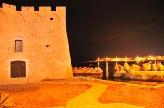 บรินดีซี, อิตาลี: Torre Santa Sabina medieval tower