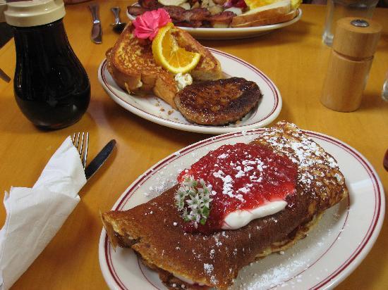 Steamboat Inn: Breakfast.