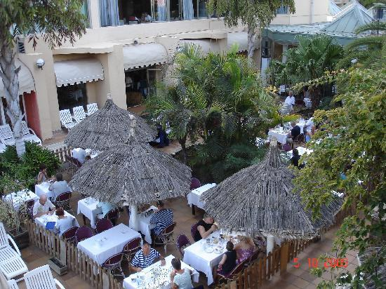 IFA Catarina Hotel: Restaurant extérieur