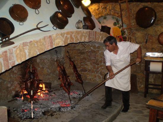 Azienda Agrituristica Sa Mandra : la cottura del porceddu