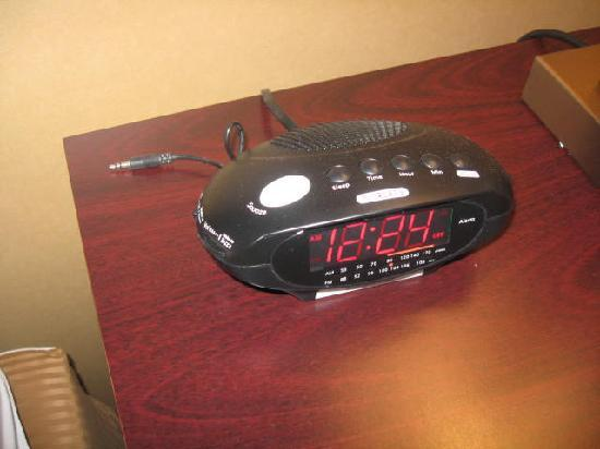 Clarion Inn & Suites Atlantic City North: Clock with MP3