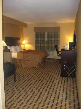Clarion Inn & Suites Atlantic City North: Whole Room