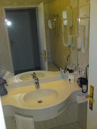 Marina Hotel: Waschbecken