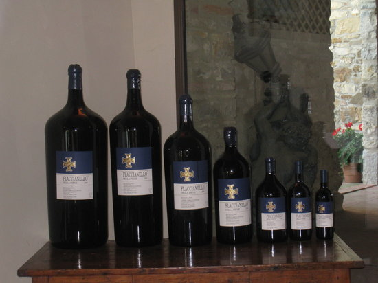 Fontodi Winery: Flaccionello wine bottles