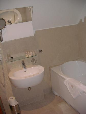 Brovaria : the bathroom