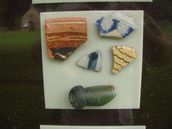 Ephrata, Pensilvania: Pieces of pottery excavated on the site of Bethania.