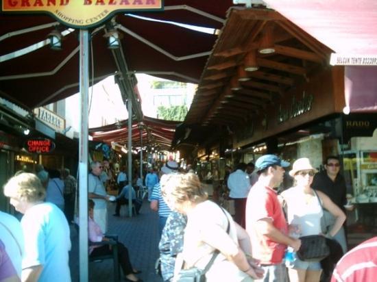 Kusadasi Market: Shopping street in Kusadasi