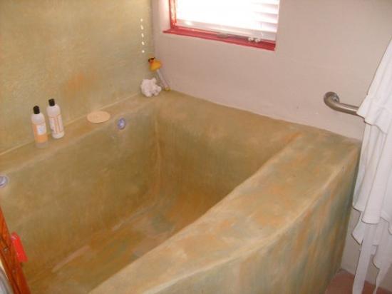 ทรูทออร์คอนซีเควนส์, นิวเม็กซิโก: Soaking tub in room, complete with rubber ducky thermometer @ Blackstone Hot Springs, T or C NM