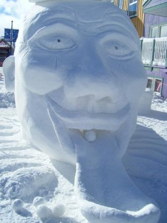 Vernon, Kanada: Snow art competition at Silverstar, BC.