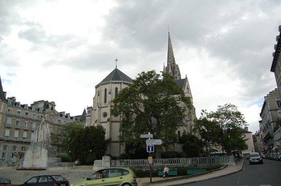 Boulevard des Pyrenees: PAU