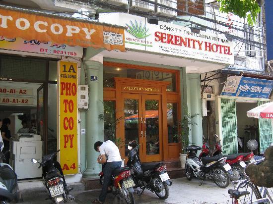 Hanoi Serenity Hotel: outside the hotel