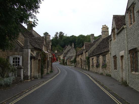 Castle Combe Village: 静かな美しい村です。