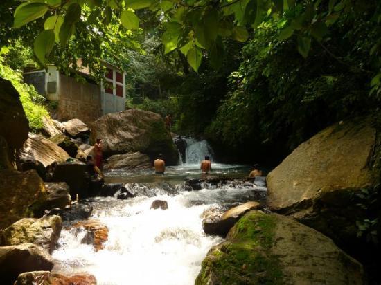 Ahuachapan, El Salvador: aqui estamos en la posa secreta de la ciguanava jejeje.  q calidad de posa y tambien en ahucahap
