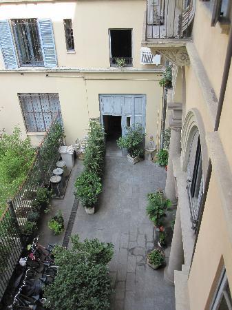 Atena Hotel: Courtyard