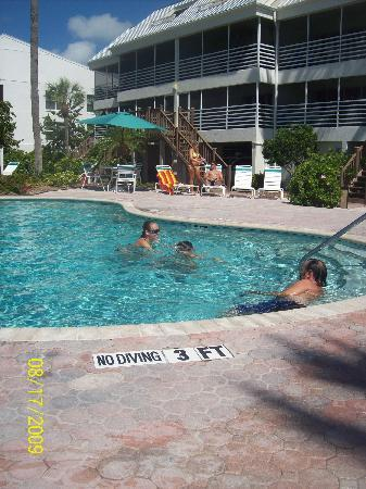 Hurricane House Resort: pool