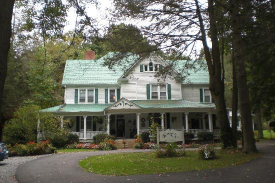 Mountain Laurel Inn: Front of the B&B