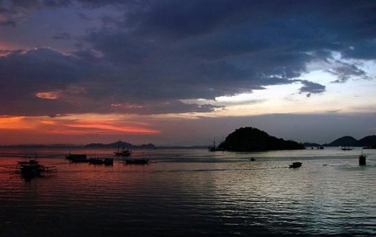 Západ slunce u Labuan Bajo I