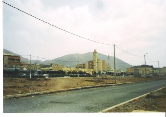 Die Hauptstraße von Zaio in der Provinz Nador im Nordosten Marokkos gelegen, etwa 60 km bis zur