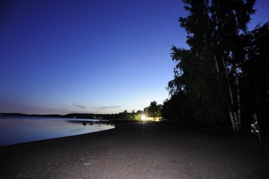 Hilton Helsinki Kalastajatorppa: Day 3 - Helsinki, Finland  夜媽媽冇細藝兩點鐘落酒店下面個沙灘影夜景 I