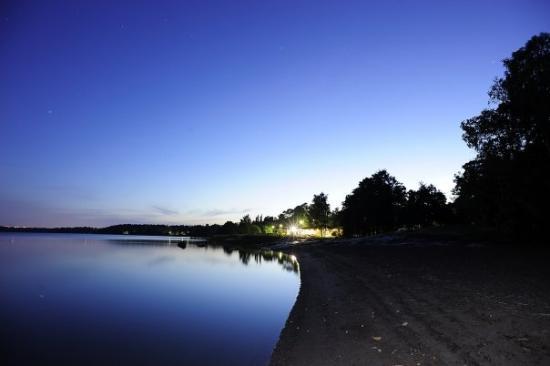 Hilton Helsinki Kalastajatorppa: Day 3 - Helsinki, Finland  夜媽媽冇細藝兩點鐘落酒店下面個沙灘影夜景 II