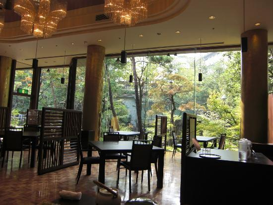 Kasenkyo Izutsuya: リニューアルされたレストラン