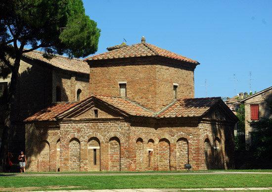 Mausoleo di Galla Placidia: The Mausoleum of Galla Placidia (c. 425-30)