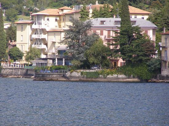 Bellano, Italy: Hotel as seen from the lake