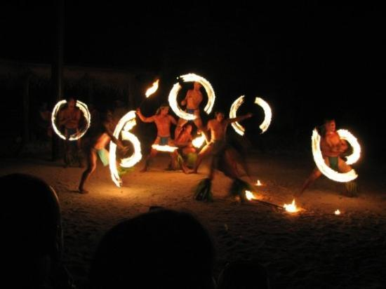 Tiki Village Cultural Centre : Dance show at the Tiki Village 11/18/08.