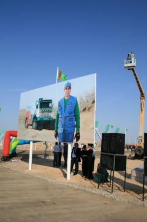 Turkmenbashi, เติร์กเมนิสถาน: Главный туркмен