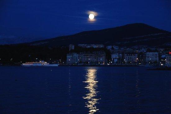 Genève, Suisse : Geneva at night