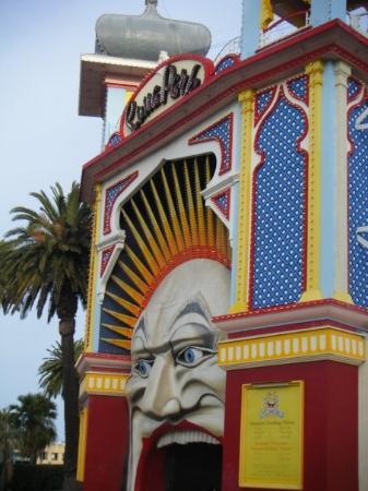 Acland street picture of st kilda port phillip for Puerta 9 luna park