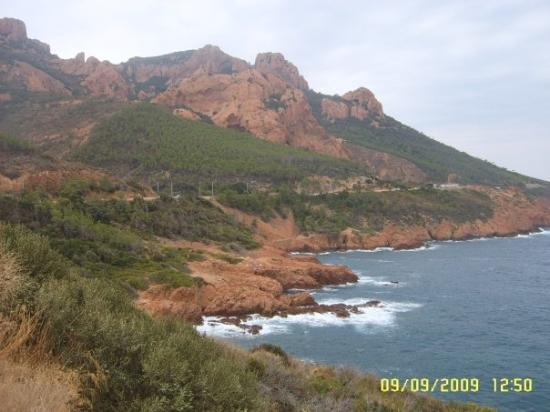 Saint-Raphael, ฝรั่งเศส: Coast between St Raphaël and Cannes , France