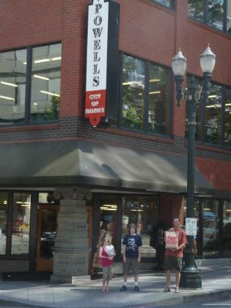 Powell's City of Books: Day 2: Books, books, books - world's largest bookstore!