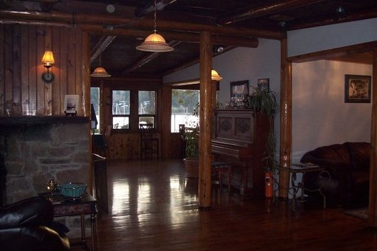 Page Point Bistro : warm rustic feel