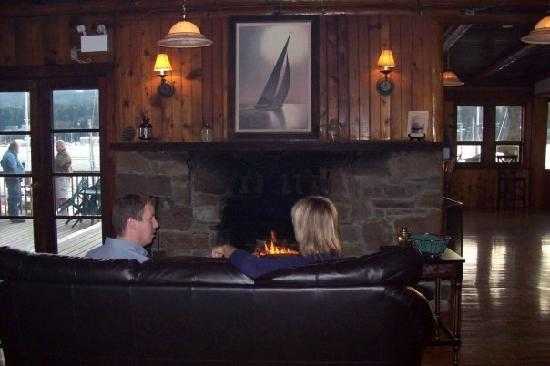 Page Point Bistro : warm inviting fireplace